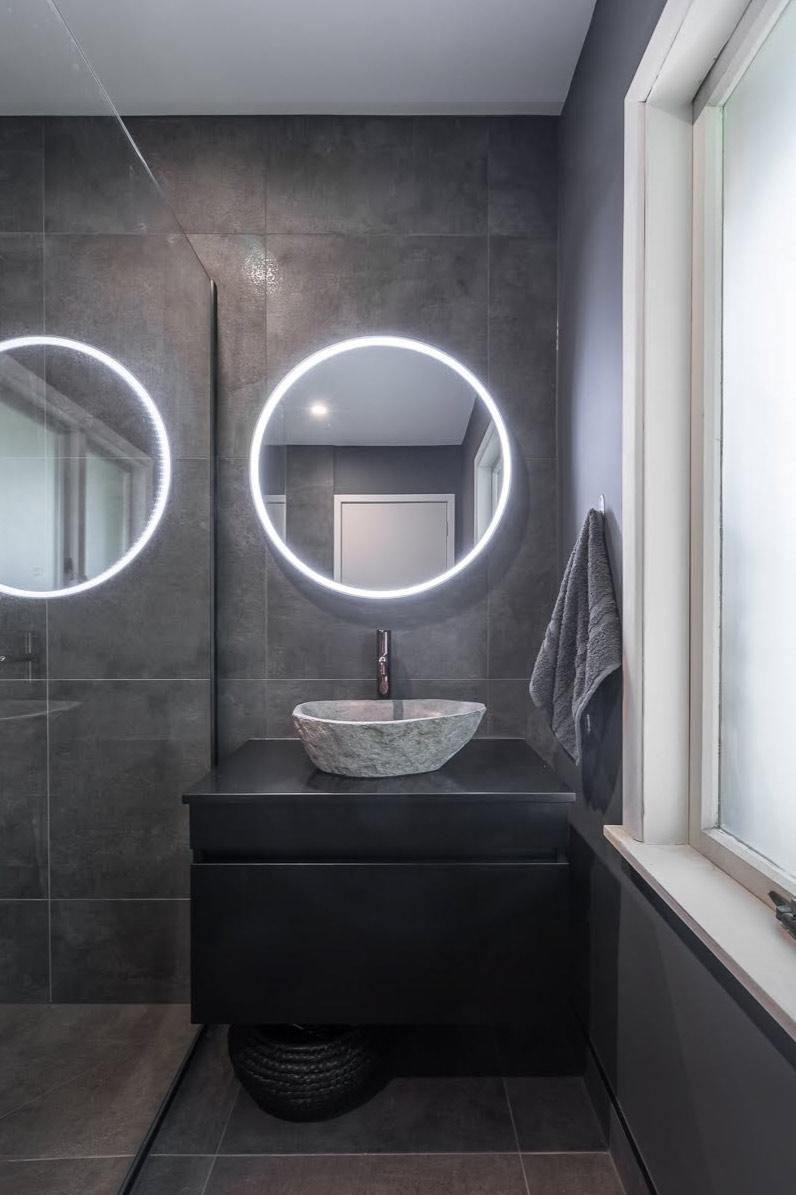 Back light vanity mirror
